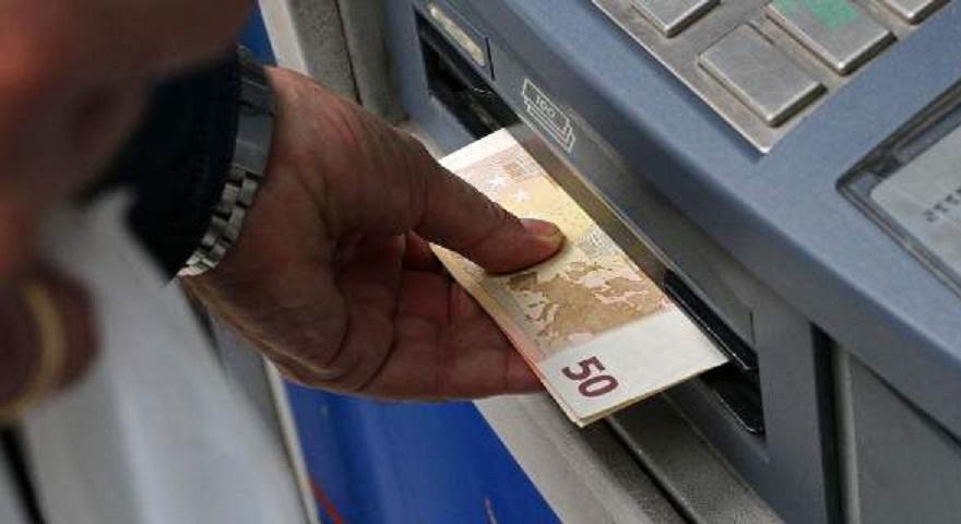 DW: Εταιρείες πληρώνουν εργαζόμενους με κουπόνια αλλά οι ελληνικές αρχές είναι στον κόσμο τους