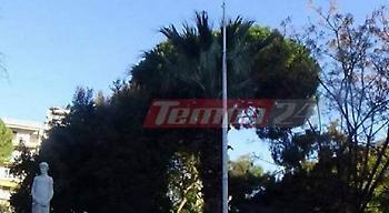 Νεαροί στην Πάτρα έκαψαν την ελληνική σημαία