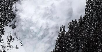 Ιαπωνία: Φόβοι για 6 νεκρούς μαθητές λυκείου μετά από χιονοστιβάδα