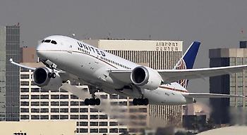 Η United Airlines απαγόρευσε την επιβίβαση σε πτήση λόγω... κολάν
