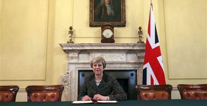 Βρετανία: Υπεγράφη από τη Μέι η επιστολή ενεργοποίησης του Άρθρου 50