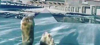 Κολυμπώντας στον ουρανό -Η πιο τρομακτική πισίνα (pics / vid)