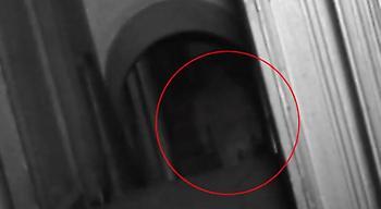 «Έπιασε» φάντασμα η κάμερα τηλεοπτικής σειράς!  (video)