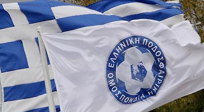 Απειλή κυρώσεων για το ελληνικό ποδόσφαιρο για επιθέσεις σε μέλη της ΠΔΕ