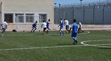 Κρατούμενοι και άστεγοι έπαιξαν ποδόσφαιρο στις φυλακές Δομοκού