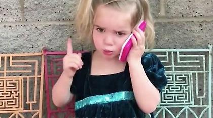 Βίντεο: Αυτός ο... τηλεφωνικός καυγάς δίχρονης με το αγόρι της έχει γίνει viral!