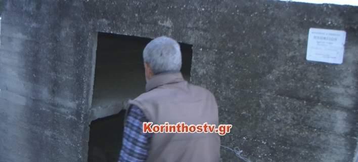 Σοκαριστικό: Αστεγος κοιμάται σε τάφο στο νεκροταφείο της Κορίνθου (video)