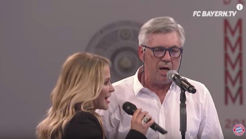 Θεούλης ο Αντσελότι: Τραγουδάει με pop star στην φιέστα και φαλτσάρει τέρμα (video)
