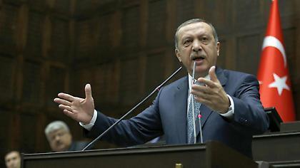 Ερντογάν: «Η Φενέρ σήκωσε το τρόπαιο χάρη σε έναν Σέρβο και έναν Έλληνα»