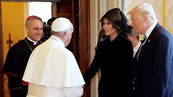 Επίσκεψη Τραμπ στο Βατικανό: Γιατί η Μελάνια φόρεσε μαύρο δαντελένιο πέπλο