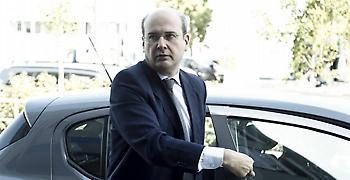 Χατζηδάκης: Η δήλωση για τη γραβάτα δηλώνει άγνοια ή θέληση εξαπάτησης