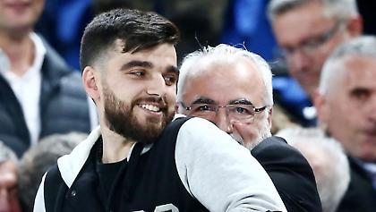 Κοροϊδεύει τον Ηρακλή ο Γιώργος Σαββίδης! (pic)