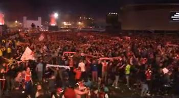Οι οπαδοί του Άγιαξ δεν ξενερώνουνε ποτέ! (video)