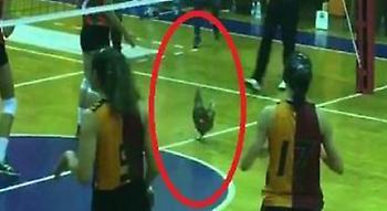 Αγώνας βόλεϊ στην Τουρκία διεκόπη εξαιτίας μίας… κότας! (pic)
