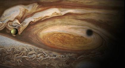 Νέες, συγκλονιστικές φωτογραφίες του Juno από τον Δία! (pics)