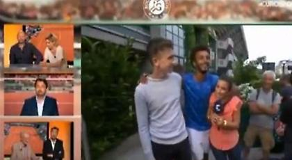Σάλος από on air σεξουαλική επίθεση τενίστα σε νεαρή ρεπόρτερ του Eurosport στο Ρολάν Γκαρός (video)