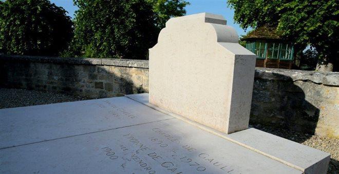 Δύο συλλήψεις για τον βανδαλισμό του τάφου του ντε Γκολ στη Γαλλία