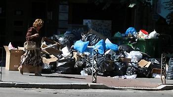 Παζάρι κυβέρνησης - ΠΟΕ ΟΤΑ πάνω στα «βουνά» των σκουπιδιών
