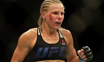 Αθλήτρια του UFC έκανε την ανάγκη της εν ώρα αγώνα (video)