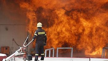 Φωτιά σε βιομηχανία με αναψυκτικά στις Σέρρες