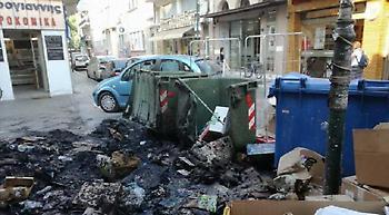 Φωτιά σε σκουπίδια στο κέντρο της Λάρισας, κινδύνεψαν καταστήματα (pics)