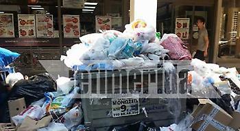 Απελπιστική η κατάσταση με τα σκουπίδια στην Κυψέλη -Σχηματίζουν βουνά, κάνουν πάρτι οι κατσαρίδες
