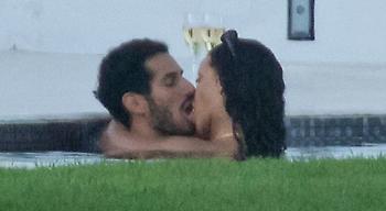 Τα καυτά φιλιά της Rihanna με τον ζάπλουτο Σαουδάραβα (pics)