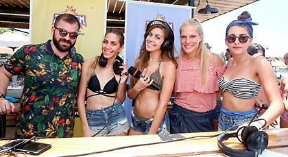 Αδελφές Αϊνατζόγλου και Σαρά Εσκενάζυ πήγαν παραλία με τον ΣΠΟΡ FM 94,6 (pics)