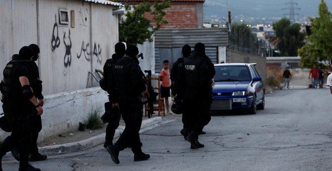 Μεγάλη αστυνομική επιχείρηση σε εξέλιξη στο στρατόπεδο Καποτά στο Μενίδι