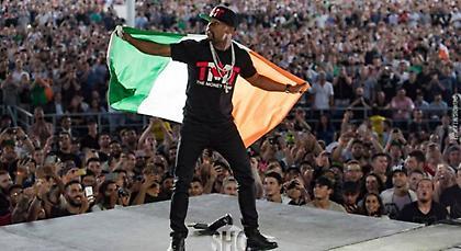 Σόου Μεϊγουέδερ με την ιρλανδική σημαία – ΜακΓκρέγκορ: «Είσαι μια γριά σκύλα» (video)