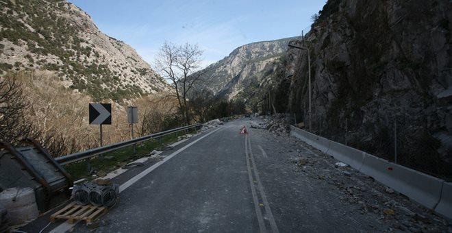 Πτώση βράχων στα Τέμπη - Κανονικά διεξάγεται η κυκλοφορία
