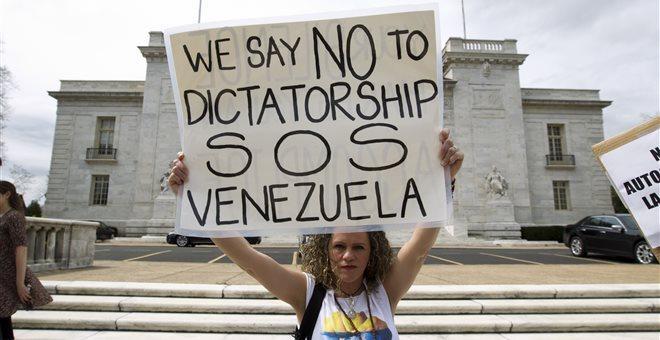 Κλιμακώνεται η ένταση στη Βενεζουέλα