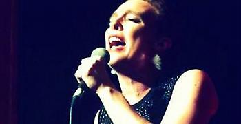 Γαλλίδα τραγουδίστρια σκοτώθηκε επί σκηνής από ηλεκτροπληξία