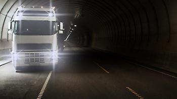 Φωτιά σε εν κινήσει φορτηγό σε τούνελ στην Πάτρα