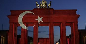 Το Βερολίνο εξετάζει όλα τα προγράμματα πώλησης όπλων στην Τουρκία