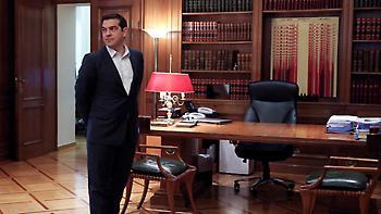 Success story με... υποσχέσεις για μείωση φόρων από τον Τσίπρα