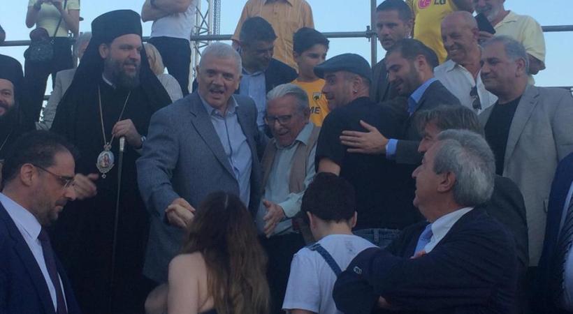 Μελισσανίδης – Βουτσάς μαζί στον αγιασμό της ΑΕΚ (video)