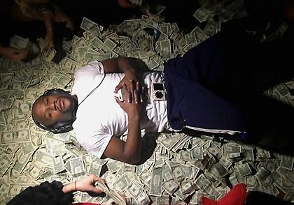 Ο Μεϊγουέδερ επιδεικνύει τα εκατομμύριά του (pic)