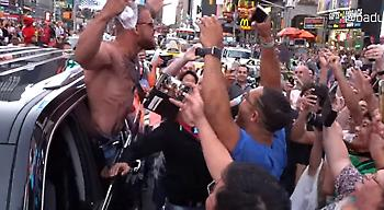 Έπιασε κορόιδα και στη Νέα Υόρκη ο «μαϊμού» ΜακΓκρέγκορ (video)