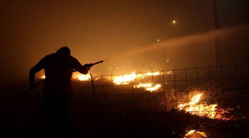 Καίει ακόμα η πυρκαγιά στην Παλαιά Καβάλα