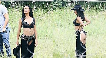 Η Αντριάνα Λίμα είναι ένα σέξι cow-girl (pics)