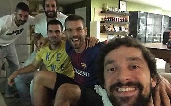 Απίθανη φωτογραφία: Οι σταρ της Ισπανίας βλέπουν κλάσικο με τον τραυματία Γιουλ