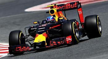 «Δεν θα μπει στον πειρασμό να πάει στη Ferrari ή στη Mercedes ο Φερστάπεν»