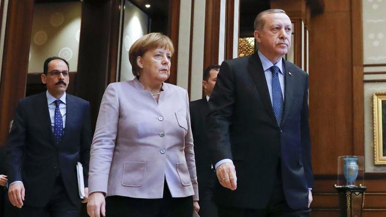Ο Ερντογάν καλεί τους Τούρκους της Γερμανίας να ρίξουν «μαύρο» στη Μέρκελ