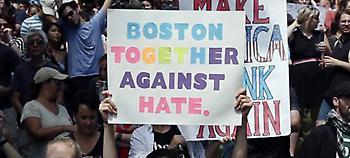 Η Βοστόνη λέει «όχι» στους Ναζί -Χιλιάδες σε διαδήλωση κατά του ρατσισμού (pics)