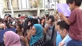 Πορεία μουσουλμάνων στο κέντρο της Βαρκελώνης
