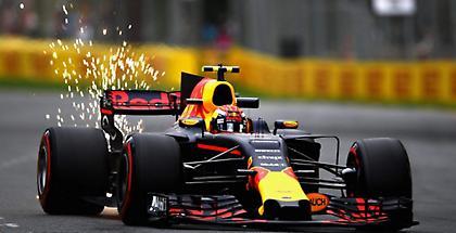 Φερστάπεν: «Θα μείνω στη Red Bull μόνο αν είναι ανταγωνιστική»