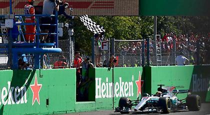 Θρίαμβος για Χάμιλτον και Mercedes στο «σπίτι» της Ferrari!