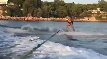 Σκοράρει και στο… θαλάσσιο σκι ο Τσάβες! (video)