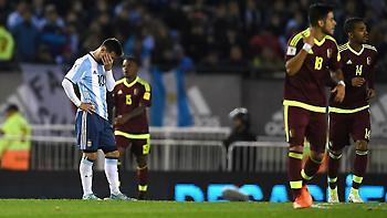 Παίζει με τη… φωτιά η Αργεντινή, στο δρόμο για Ρωσία η Ουρουγουάη (vids)